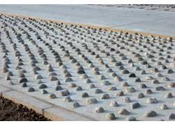 Рядом с заводом расположен полигон для проверки качества сборки автомобилей. Он имеет несколько видов покрытия, горку с углами въезда от 20 до 45 градусов, водяную ванну, змейки и другие тестовые элементы.