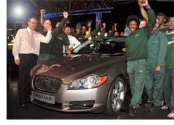 Компания Jaguar объявила о новом витке своего развития: с конвейера на заводе вCastle Bromwich сошел первый Jaguar XF