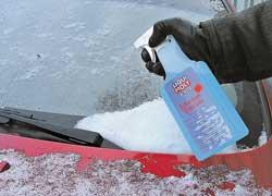 Без скребка обледеневшие стекла эффективно чистятся препаратами автохимии.