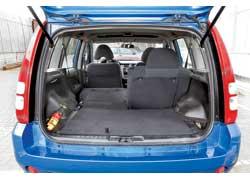 В походном состоянии объем багажника HR-V маловат – всего 285 л. Но, сложив задние сиденья, в нем можно перевезти двухкамерный холодильник!