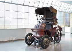 Прошло 107 лет со времени презентации на автошоу в Париже гибридного полноприводного автомобиля Lohner-Porsche, созданного гениальным конструктором Фердинандом Порше.