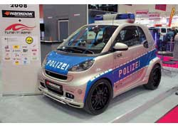 112-сильный «полицейский» Brabus Ultimate 112 способен догнать не только Smart от Lorinser, но и другие «заряженные» автомобили. Ведь до «сотни» он разгоняется всего за 9,5 с, хотя максимальная скорость ограничена 170 км/ч.