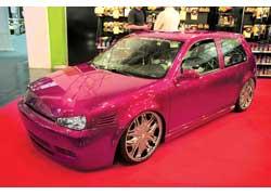 VW Golf от Car Fashion сверкает 21-дюймовыми дисками, украшенными декоративными кристаллами.