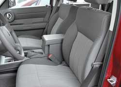 В самой простой комплектации Nitro не оснащается регулировкой высоты сиденья водителя.