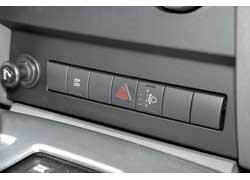 При отключении ESP 3,7-литровый мотор на мокрой дороге легко срывает заднюю ось в пробуксовку.
