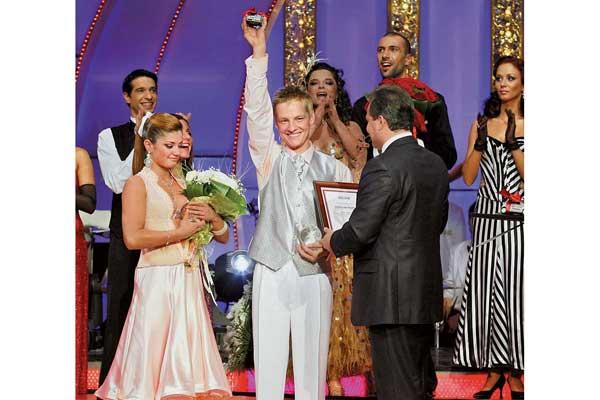 В Киеве завершился проект «Танцы со звездами 3. Лига чемпионов». Его победители– польский актер Марчин Мрочек иукраинская танцовщица Анна Пилипенко стали первыми по результатам голосования телезрителей.