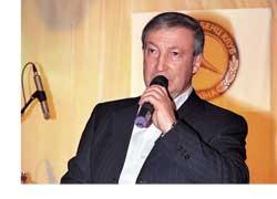 Вдали от столичных пробок и городской суеты, в загородном клубе «Любава» любители легендарной марки отмечали 100-летие фирменной «мерседесовской» системы полного привода.