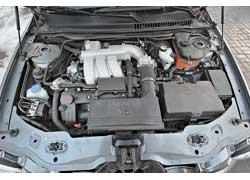 Поперечно расположенный мотор V6 отлично сбалансирован и легко набирает обороты.