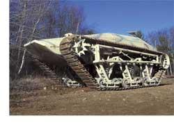 Идея построить самый быстрый в мире «беспилотный» танк родилась у британских братьев-близнецов Хау, Майкла (Michаеl Howe) и Джеффри (Geoffrey Howe) давно. Первый аппарат, названный Ripsaw (дословный перевод с англ. – «многопильный станок для продольной распиловки») удалось построить в 2005 году и испытать его в гонках автомобилей-роботов DARPA Grand Challenge, правда, призового места они не заняли. У сегодняшней версии танка – впечатляющие характеристики.