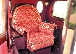 Первым автомобилем понтификов для постоянной эксплуатации стал закрытый пульман-лимузин, базирующийся на платформе величественного Mercedes-Benz Nurburg 460.