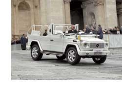 Новый старый знакомый: два года ушло на создание этого открытого папамобиля на базе современного классического офф-роада Mercedes-Benz G 500 (серия W463).