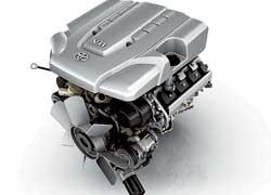 Для нового поколения модели Toyota Land Cruiser предлагается два мотора: бензиновый 4,7л и турбодизель 4,5 л.