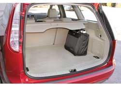 Багажник универсала - 480 литров в походном состоянии и 1525 л при разложенных сиденьях.