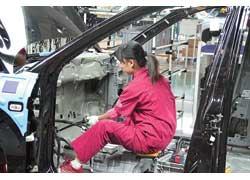 Дешевизна рабочей силы позволяет применять ручной труд активнее, чем в Европе и Японии.