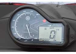 Панели приборов снегоходов и выдаваемая на нее информация, аналогичны мотоциклетной.