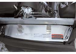 Для проверки вариатора достаточно поднять капот снегохода и открыть защитный кожух. Пластины вариатора должны быть идеально чистыми и без следов окисления металла.