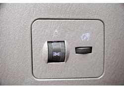 Яркость подсветки приборов можно изменять спомощью регулятора.