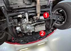 Открытые генератор (1) и насос кондиционера (2) лучше закрыть дополнительной защитой. Она убережет их, а также мотор и КП от повреждений.