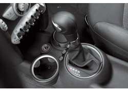 Передачи АКП можно выбирать рычагом селектора или «лепестками» на руле.