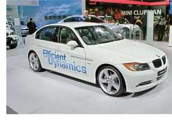 На автошоу NAIAS'2008 в Детройте компания BMW представила версии моделей BMW X5 3.0sd и BMW 335d с новыми моторами AdvancedDiesel, в которых используется технология BluePerformance (очистка отработавших газов с помощью мочевины).