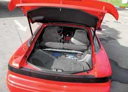 Скромный багажник объемом 160 л, как и подобает автомобилю класса Grand Turismo, рассчитан на пару спортивных сумок.