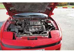 Атмосферный 24-клапанный мотор мощностью 222 л. с. является золотой серединой в соотношении цена/мощность.