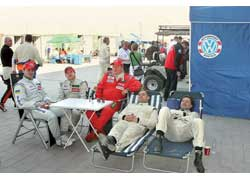 Спортсменам удавалось отдохнуть только во время проведения предгоночных практических заездов и настройки боевого автомобиля.