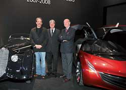 На фото (слева направо) Рей Шер, владелец Alfa Romeo, Ив Карсель, глава компании Louis Vuitton, иКристиан Филлипсен, глава жюри.