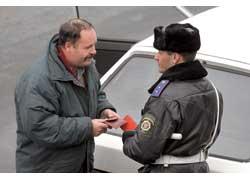 Если законопроект примут, работник ГАИ сможет задерживать водительское удостоверение до решения суда.