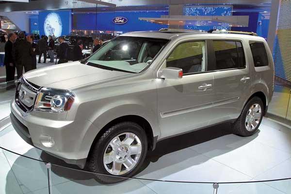 Прототип второго поколения внедорожника Pilot показала компания Honda.