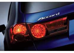 Весной нынешнего года японская компания Honda сделает очередной приятный подарок поклонникам этой марки, презентовав новое поколение модели Accord. Чтобы не раскрывать всех секретов, пока официально показали только фрагменты экстерьера, но если соединить их сизображением прошлогоднего концепта Accord Tourer, то картина прояснится.