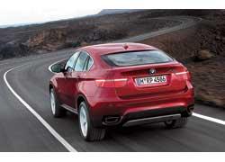 BMW X6. Все три модели объединяет ниспадающая линия крыши, но BMW и Infiniti на купе похожи больше.