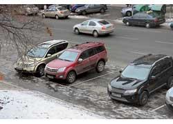 В трех районах столицы (Голосеевском, Дарницком и Днепровском) за отсутствие парковочного талона блокиратор на колеса пока не ставят.