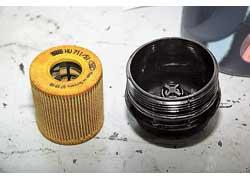 Масляный фильтр 2,0-литрового мотора сделан разборным.