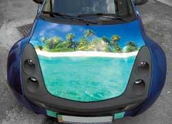 Изменить автомобиль можно несколькими способами: нанести рисунок аэрографом или обклеить машину рисунками на виниловых пленках.
