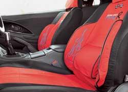 Mitsubishi Eclipse. Интерьер изменился несущественно: появились новые сиденья с развитой поддержкой, добавлены приборы контроля заоборотами двигателя (Auto Gauge), давлением наддува, температурой масла и охлаждающей жидкости (все– HKS). Руль и ручка КП– Momo Razo.