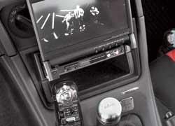 Mitsubishi Eclipse. Аудиовидеосистема состоит из головного устройства Kenwood с DVD и выдвижным сенсорным экраном, компонентной акустики, сабвуфера и усилителя мощности.