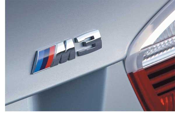 Для улучшения аэродинамических и акустических характеристик днища для новой BMW M3 немецкая компания Takeo Automotive Systems сделала специальные пластиковые щиты (панели). Созданные из облегченного материала, они полностью покрывают нижнюю часть машины и способствуют улучшению обтекаемости, а значит, повышают экономичность и уменьшают выброс СО2. Щиты сделаны на основе полипропилена и стекловолокна, а специальная направленность волокон обеспечивает постоянство характеристик такого композитного днища при изменении температуры и вибрациях.