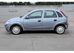 Corsa была второй новой моделью Opel с полностью оцинкованным кузовом. Традиционно для моделей этой марки кузова оцинкованы, а передние крылья выполнены из пластика.