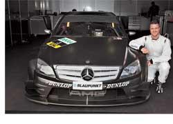 Шумахер-младший принял участие уже во второй тест-сессии (6 февраля, «Эшторил») в цветах заводской команды Mercedes-Benz. На первых, январских смотринах совместно с еще одним экс-пилотом Ф-1 Кристианом Клином немец продемонстрировал такое время, которое позволило бы ему в сезоне-2007 стартовать с середины пелотона.