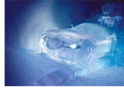 Шведская компания Saab решила рассказать о своем бренде, его духе и ценностях в «ледяном» тоне. И построила экспозицию марки из настоящего льда в шведском отеле IceHotel.