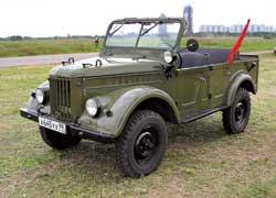У четырехдверного джипа ГАЗ-69А тент складывается за пару минут, а у «двухдверки» его приходится демонтировать вместе с каркасом.