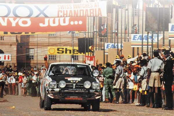 Кения, 1975год. Даже в те времена «Сафари» не обходилось без охраны военных. Сейчас армии не до гонок…