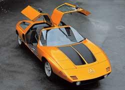 Mercedes-Benz C 111 c дверями типа «крылья чайки» оснащался трехсекционным роторно-поршневым мотором мощностью 280 л. с. – дальше прототипа дело не пошло.