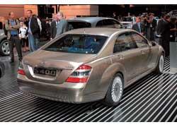 Концерн Daimler AG адаптировал литий-ионные батареи в серийный автомобиль. Первым инновационную конструкцию «примерил» седан S400 BlueHYBRID.