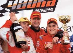 В командном зачете победила KO-SA Racing: Максим Царенок, Владимир Кондратенко иМаксим Салюк (слева направо).