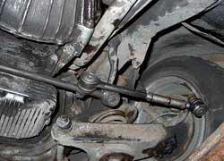 Чем больше в рулевом тяг, тем больше суммарный люфт при износе шарниров.