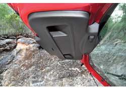Ручек у багажника сразу две – удобно, да и закрывается пятая дверь легко.
