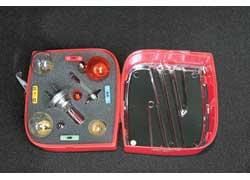 В багажнике тестовых Ibiza – коробочки с эмблемой Seat, в них – запасные предохранители и лампочки.