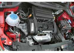 Бензиновый 85-сильный 1,4-литровый мотор оживает на верхах.